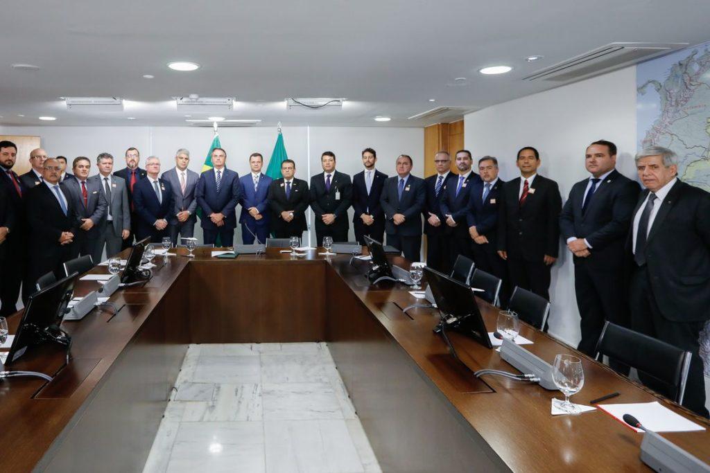 foto de jair bolsonaro e secretários de segurança dos estados