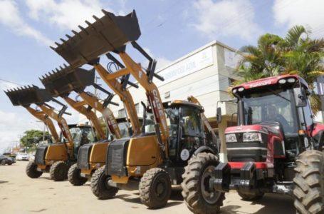 VALPARAÍSO | Prefeitura ganha o reforço de três retroescavadeiras e um trator para atender as demandas da cidade