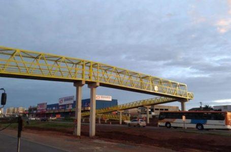 VALPARAÍSO   Últimas peças da passarela sobre a BR-040 foram montadas
