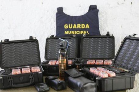 VALPARAÍSO   Pábio Mossoró entrega armas não-letais para a Guarda Municipal