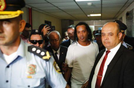 ENROLADOS | Ronaldinho Gaúcho e irmão são detidos no Paraguai no caso dos passaportes falsificados