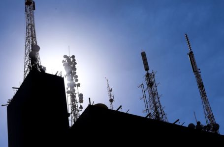 IDENTIFICAR AGLOMERAÇÕES | Governo usará dados de teles para monitorar circulação de pessoas