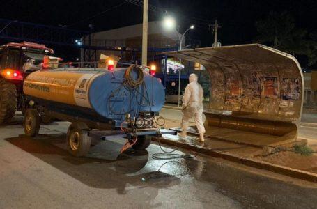 VALPARAÍSO DE GOIÁS | Prefeitura realiza a desinfecção de paradas e passarelas às margens da BR-040