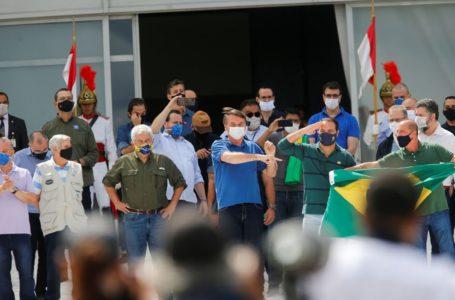 NA PORTA DO PLANALTO   Bolsonaro recebe o apoio de aliados