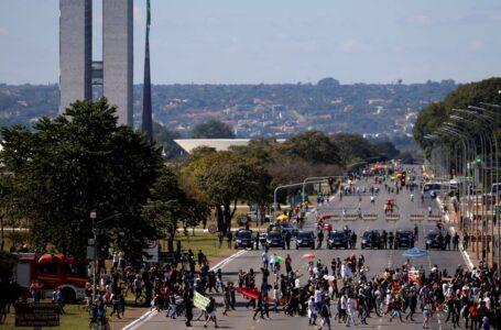 PROTESTOS DOS DOIS LADOS | Esplanada teve manifestações pró e contra o governo Bolsonaro neste domingo (07)