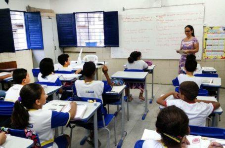 POR DETERMINAÇÃO DE IBANEIS | GDF adia retorno das aulas presenciais na rede pública