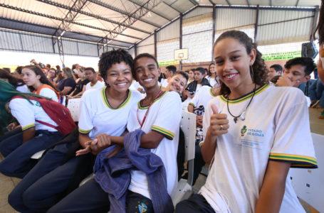 AINDA NÃO É O MOMENTO | Governo de Goiás mantém aulas presenciais suspensas