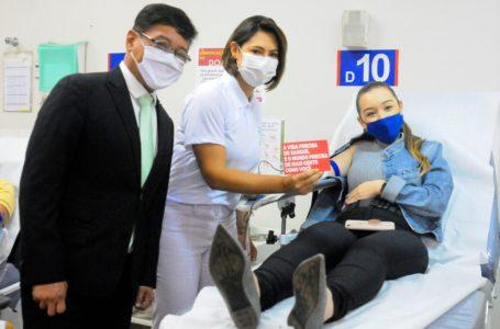 SEMANA DO VOLUNTARIADO | Michelle Bolsonaro e Mário Frias visitam Hemocentro de Brasília para estimular a doação de sangue