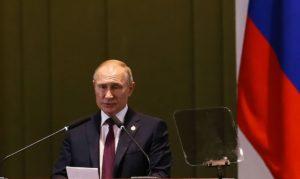 SOB QUESTIONAMENTOS DA OMS | Rússia anuncia primeira vacina contra coronavírus