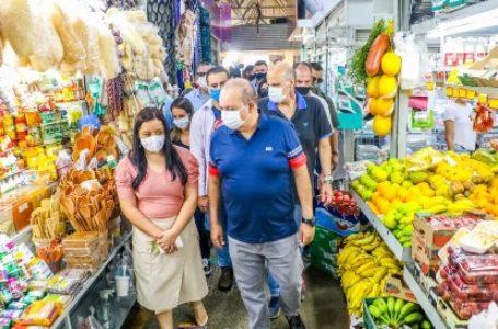FEIRA LEGAL   Ibaneis visita Feira do Guará e anuncia obras para o local