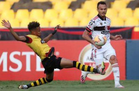 MESMO DESFALCADO | Flamengo vence por 2 a 1 o Barcelona do Equador
