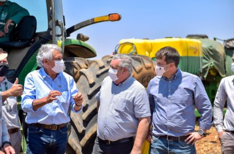 """SAFRA 2020/2021   Caiado chama produtores goianos de """"verdadeiros heróis"""" em evento de abertura do plantio de soja em Cristalina (GO)"""