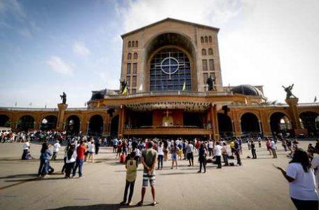 MESMO COM A PANDEMIA | 27 mil pessoas participam da Festa da Padroeira em Aparecida (SP)