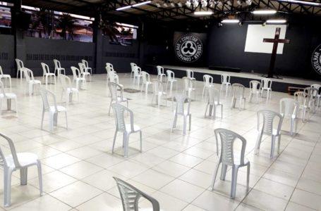 MUDANÇA NOS PROTOCOLOS | Ibaneis assina decreto com novas regras para igrejas e cinemas funcionarem durante a pandemia