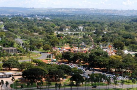 MANUTENÇÃO NO PARQUE DA CIDADE   GDF contrata empresa para reformar 27 quadras e vestuário da Piscina de Ondas