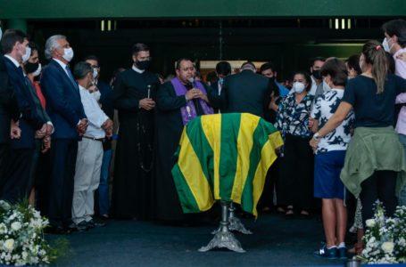 SOB FORTE COMOÇÃO | Maguito Vilela recebe homenagens da população de Goiânia em frente ao Palácio das Esmeraldas