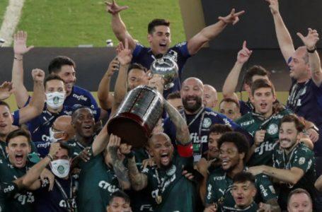 COM GOLS NOS ACRÉSCIMOS | Palmeiras vence o Santos e conquista Libertadores pela 2ª vez