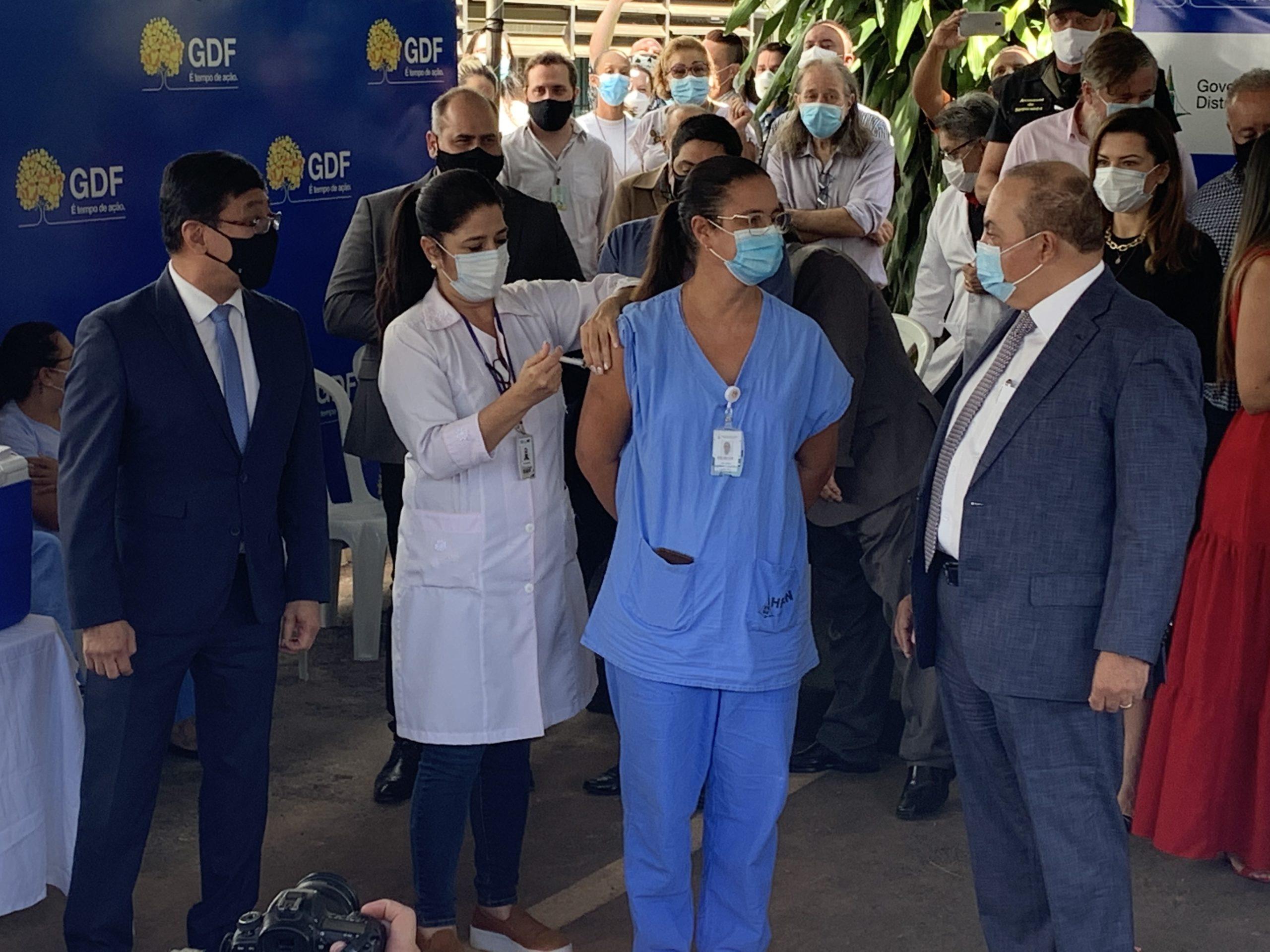 MAIS DE 7 MIL IMUNIZADOS   Nos dois primeiros dias, DF avança com a 1ª etapa de vacinação contra covid