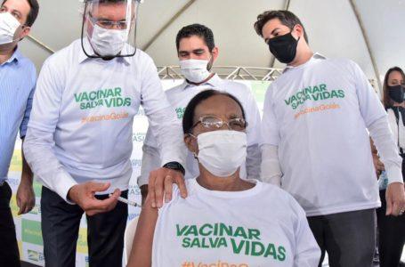 ÚNICO GOVERNADOR MÉDICO | Caiado aplicou a primeira dose da vacina contra covid em Goiás
