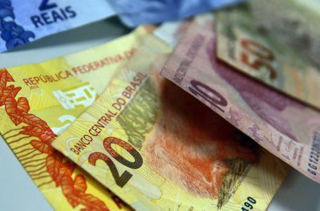 SEM ACOMPANHAR A INFLAÇÃO | Reajuste no salário mínimo reduz o poder de compra do brasileiro