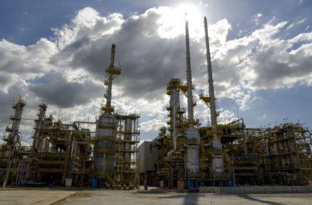 VAI SUBIR DE NOVO | Petrobras anuncia aumento de 8% no preço da gasolina a partir de terça (9)