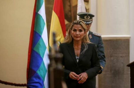 TENSÃO NA BOLÍVIA | MP ordena prisão de ex-presidente interina e ministros