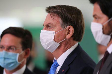 MAIS DE 45 MILHÕES DE BENEFICIADOS   Bolsonaro anuncia que pagamento do novo auxílio emergencial começa na terça (6)