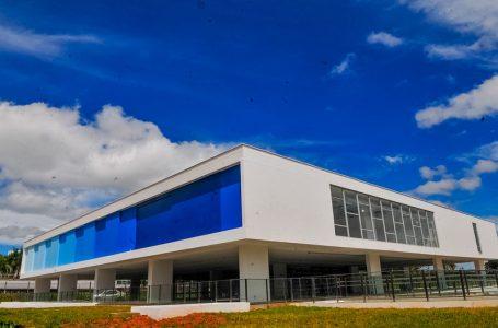 PERTO DA REINAUGURAÇÃO | Após reforma, primeiras esculturas chegam ao Museu de Arte de Brasília (MAB)