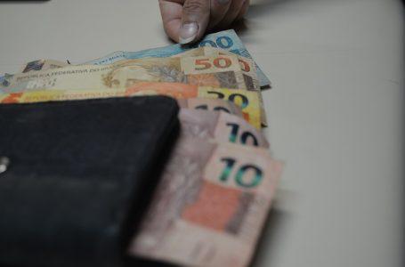 PREVISÃO PARA 2022 | Governo Bolsonaro propõe salário mínimo de R$ 1.147