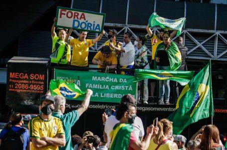 MANIFESTAÇÕES PEQUENAS | Aliados do presidente Bolsonaro protestam em diversas cidades contra a proibição de cultos e missas
