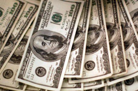 MENOR VALOR DESDE JANEIRO | Dólar cai e fecha a semana sendo vendido a R$ 5,22