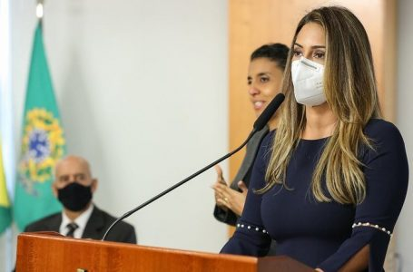 ELEIÇÕES 2022 | Flávia Arruda (PL) sonha com apoio do Planalto para concorrer ao GDF em 2022, mas enfrenta resistência de bolsonaristas