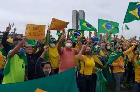 APOIO AO PRESIDENTE | Bolsonaristas pedem intervenção militar em manifestações neste sábado (1º)