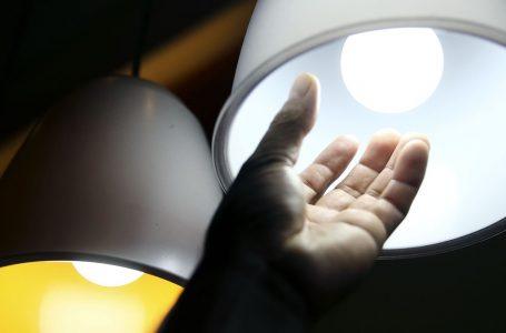FAMÍLIAS DE BAIXA RENDA | Aneel prorroga proibição de corte de luz por inadimplência