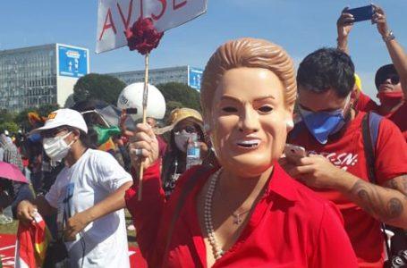 ATOS CONTRA BOLSONARO | Manifestantes foram as ruas em diversas cidades do País neste sábado (19)