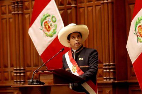 NOVO COMANDO   Socialista Pedro Castillo assume presidência do Peru e defende país sem corrupção