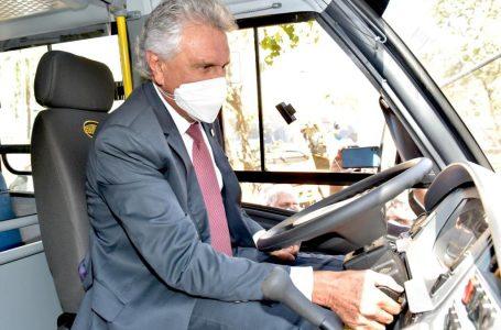 PREPARANDO A VOLTA ÀS AULAS | Caiado entrega 210 novos ônibus escolares aos munícipios com recursos de emendas parlamentares