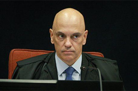 POR DIVULGAR INFORMAÇÕES SIGILOSAS   Alexandre de Moraes acolhe notícia-crime do TSE contra Bolsonaro e instaura inquérito