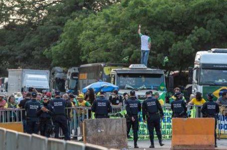 EM 14 ESTADOS | Caminhoneiros bloqueiam rodovias pelo país em apoio a Bolsonaro