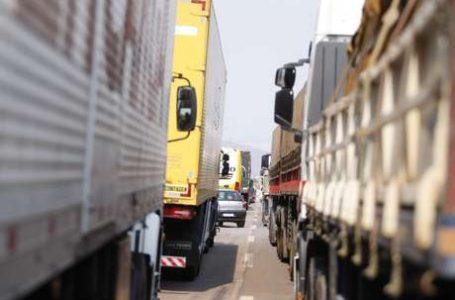 PROTESTOS EM 14 ESTADOS | Caminhoneiros seguem reunidos e há interdições de vias em 5 estados