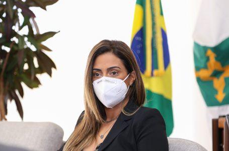FLÁVIA ARRUDA ENTRA EM AÇÃO   Ministra atua para apaziguar os ânimos entre os poderes