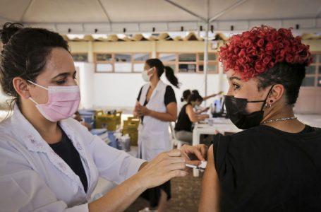 VACINAÇÃO NO DF   GDF mantém imunização de jovens de 14 a 17 anos contra a Covid