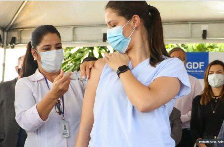 VACINAÇÃO NO DF | Imunização contra a Covid-19 continua neste fim de semana